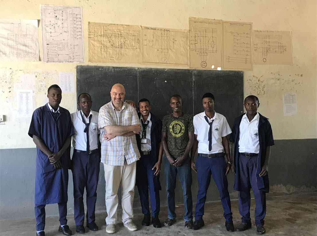 Quality Education - Studio Santi contribuisce all'educazione di qualità in Tanzania, Indonesia e Brasile